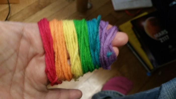 rainbow_pompom_handsonly